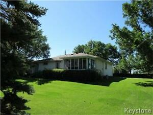 Country acreage  2 BR home in a private setting in Hamiota!!