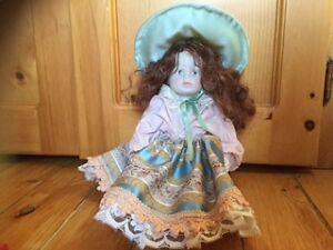 4 victorian porcelain dolls-poupées en porcelaine victorienne