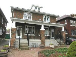 HOUSE FOR RENT! WALKING DISTANCE TO THE UNIVERSITY OF WINDSOR!