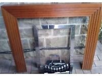 GAS FIRE WITH SMOKELESS COAL ANDFIREPLACE SURROUND
