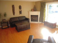 WOW 3Bd Upper Duplex With Garage/Pets/Students/Child Welcome