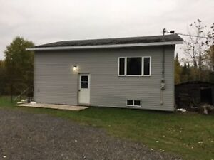 Just Listed! Rural 1 + 1 Br, 20 min from town!