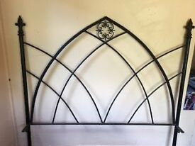 Gothic Style Cast Iron 5ft Bed Frame (Black)