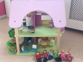Small Wooden Dolls House - Melissa and Doug