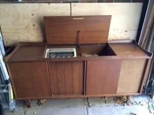 Antique Electrohome Stereo Console - $15 (Royal York/Queensway)
