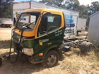 2008 Hino 300 cab chassis ** WRECKING **