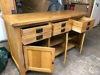 Stunning piece of Furniture, solid Oak Sideboard