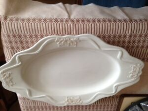 Platter & Gravy Boat with Stand