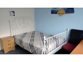 Lovely double room, new carpet furnished Bills included.Rugby centre