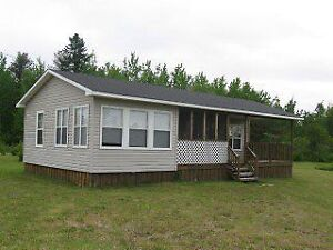 Waterfront Cottage with Beautiful Views Over Gaspereau Creek
