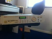 Akai S2000 sampler for sale with boot up disk fully working