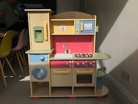 LITTLE TIKES Kitchen Set, Food and utensils included! Well Used but in GOOD Condition, RRP £169.99