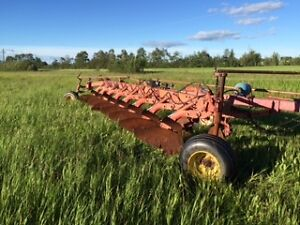 Massey Ferguson 8 bottom plow