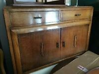 A GREAT LOOKING VINTAGE /ANTIQUE SMALL SIDEBOARD IN NICE PRE-LOVED CONDITION FREE LOCAL DELIVERY