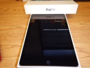 Apple iPad Air - 32 GB, Wi-Fi - Space Gray - Excellent Condition