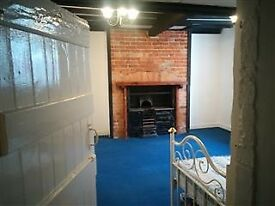 Studio Flat to let. In Grade II listed building.