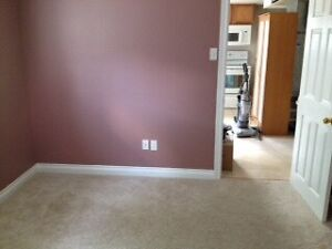 Room for rent - Walking distance to college, grocery store, mall