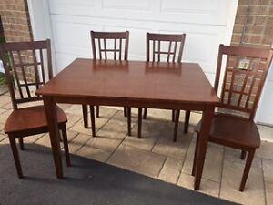 Table de cuisine avec 4 chaises Kitchen Table with 4 chairs