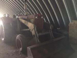 International Harvester 806 Diesel c/w front end loader