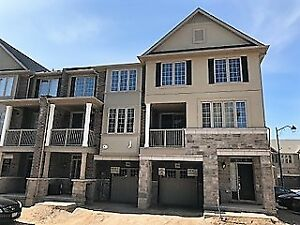 Gorgeous Oakville townhome for rent