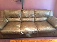 3 seater couch. free to uplift