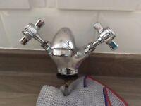 Bathroom basin mono mixer tap