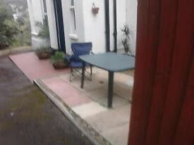 PRIVATE LET / NO AGENTS FEES, VERY LARGE 1 BED GROUND FLOOR FLAT, PRIVATE ENTRANCE, PATIO / GARDEN