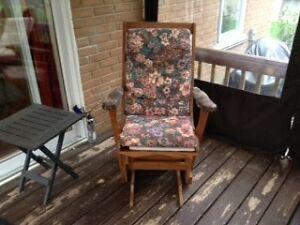 chaise bercante en bois