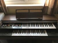 Yamaha vintage organ in great condition. Comes with instruction book and stool.