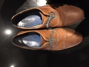 size 13 nice men shoes bit discolored on toes