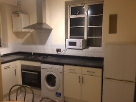 **2 BED FLAT NEWLY FITTED KITCHEN in WHITECHAPEL E1**