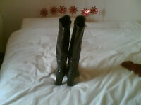 Ladies Knee High Boots Size 8 by Caravelle