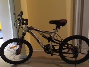 Supercycle kid's bike ages 7-9 - excellent condition