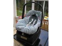 Mamas and Papas Primo Viaggio Grey Car Seat With Surefix Base