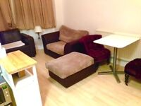 A 1 bedroom flat on Golders Green Road including heating located in the centre close to shops etc
