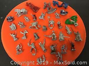 Lot of 32 Dungeons and Dragons diecast figurines