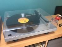 Project Debut Phono Turntable - plus Ortofon 2M Red