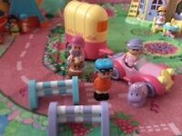 HappyLand Vintage car and horse box, horse with rider, 2 x jumps, horse, girl and jockey