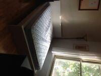 Lit double & matelas à vendre / Double bed & mattress for sale