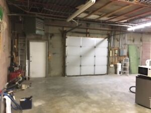 Commercial Bay for rent, perfect for trades person!