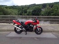 YAMAHA 600 FAZER 600 1998 ONLY 17500 MILES FROM NEW EVERY MOT FROM NEW TO BACK UP MILLAGE