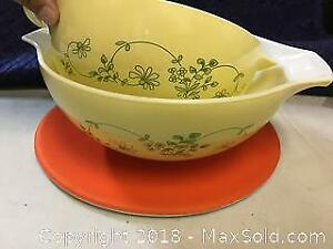 2 Nested Pyrex Bowls
