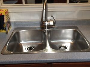GROHE Kitchen Faucet and kitchen sink
