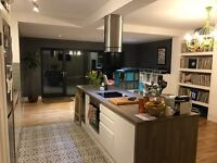 light and airy double room and/or single room 10 mins walk from station Cool laid back house