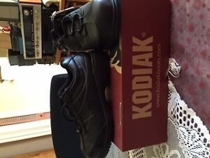 Work Boots - Women's Steel Toe Work Shoe - New in Box Belleville Belleville Area image 6