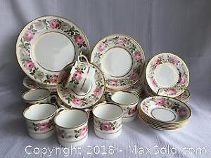 Royal Worchester Fine Bone China Set - Royal Garden