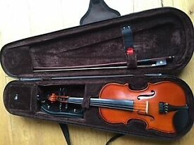 1/4 size violin hardly used, clean no pet or smoke home. Suit 4-7 yrs old