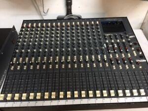 Console Soundtracs FMP 24 Ch. Analog Mixer