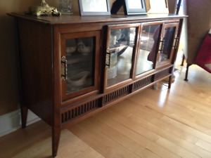Unique China/Display cabinet