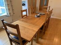 Stunning solid oak extending dining table and chairs (6)